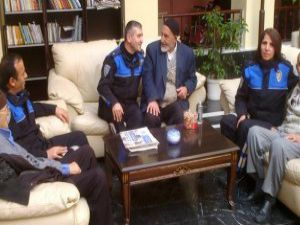 Kayseri'de polisler Yaşlılar Haftası nedeniyle huzurevine ziyarette bulundu