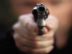Evine alkollü gelen damadını silahla vurarak yaraladı