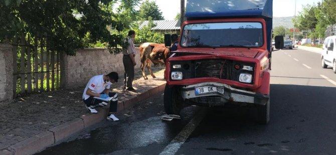 Kayseri'de Kurbanlık satan kamyon kaza yaptı