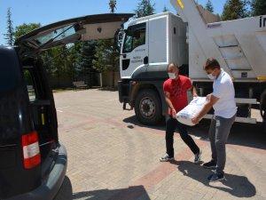 İncesu'da öğretmenler ihtiyaç sahiplerine 250 torba un yardımı yaptı
