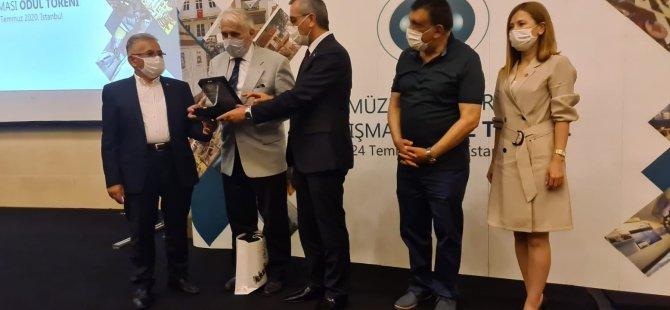 Başkan Büyükkılıç ödülle döndü