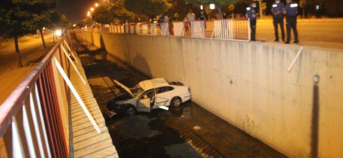 Yavuzlar Mahallesi'nde otomobil kanala düştü: 2 yaralı