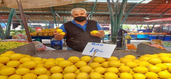 """Pazarcı Orhan: """"Taze limon çıkmadığı için eldekinin fiyatı arttı"""""""