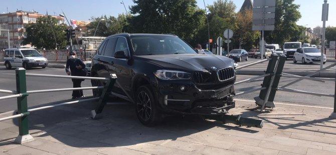 Melikgazi Belediyesi önünde trafik kazası