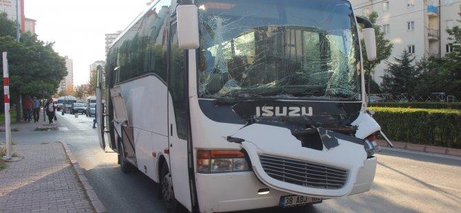 Kayseri'de İşçi servisi kamyona arkadan çarptı: 3 yaralı