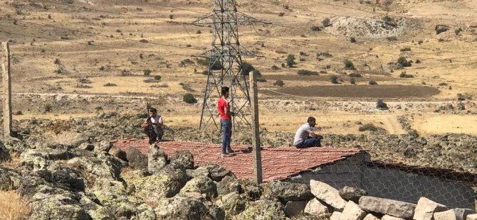 Talas'ta Yıkıma gelen belediye ekiplerine tüfekle karşılık verdiler