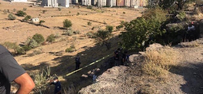 Haber alınamayan adam, ağaçta asılı halde bulundu
