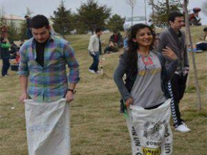 Erciyes Üniversitesi Öğrencileri Kışa Veda Partisi Düzenledi