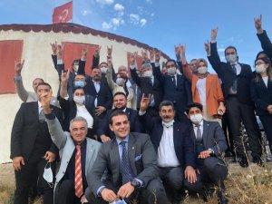 MHP Kayseri Milletvekili İsmail Özdemir'den Bozkurt İşareti yapan İyi partililere gönderme