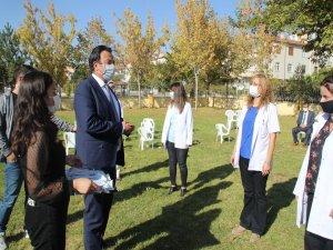Erciyes Anadolu Holding'e bağlı Bellona,ilkokul öğrencilerine virüsten korunması için anti viral maske temin etti