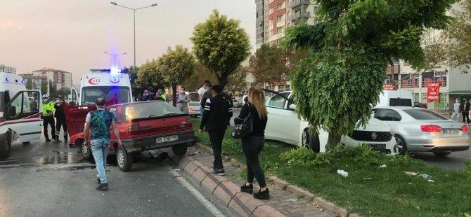 Erkilet Bulvarı'nda feci kaza otomobiller çarpıştı: 4 yaralı