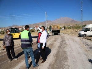 Develi'de asfalt çalışmaları hız kesmeden devam ediyor