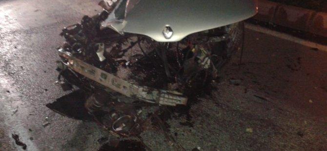 Mimarsinan Kavşağı'nda Direğe çarpan sürücüsü hayatını kaybetti