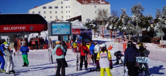 Erciyes'te kayak severlerin keyfi