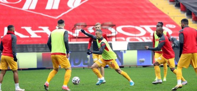 Kayserispor'da Fernandes ile yollar ayrıldı, bunun yanı sıra 5 futbolcu gönderildi