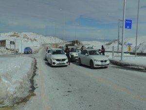 Erciyes'te izin belgesi olanlara kayak için izin verildi