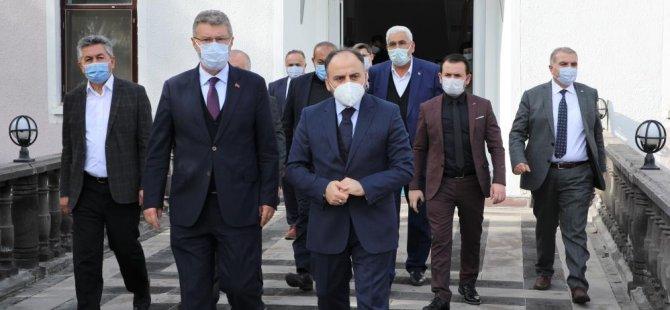 Türkşeker müdürü Başkan Akay'ı ziyaret etti