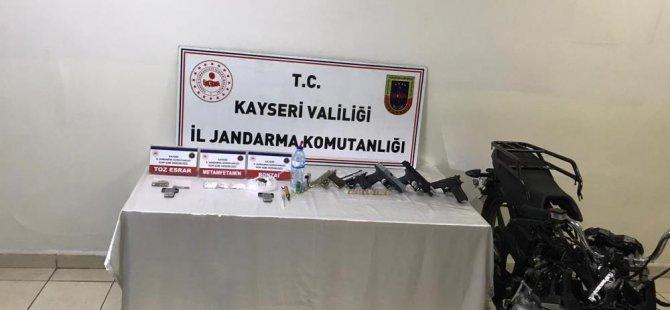 Melikgazi ve Kocasinan'da uyuşturucu operasyonu: 5 gözaltı