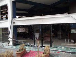 Rüzgar Talas'ta çatıları uçurdu, aydınlatma direklerini söktü