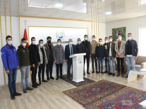 AK Partili gençlerden Başkan Öztürk'e ziyaret