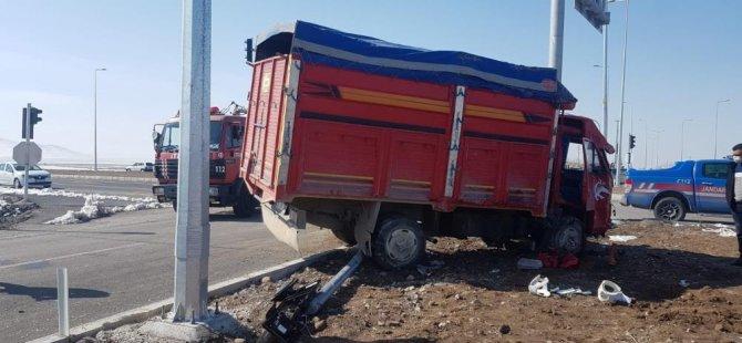Kamyon sürücüsü hayatını kaybetti