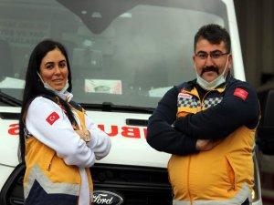 Ümit-Gülben Öztürk çifti, el ele vererek beraber hayat kurtarmanın sevincini yaşıyor