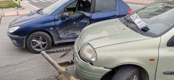 Kocasinan Zümrüt mahallesinde Otomobiller çarpıştı: 2 yaralı