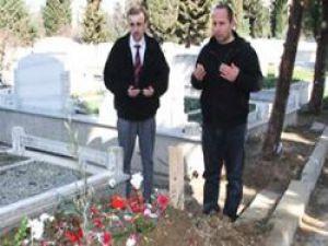 Gürses'in Mezarı Başında Tuhaf Nöbet!