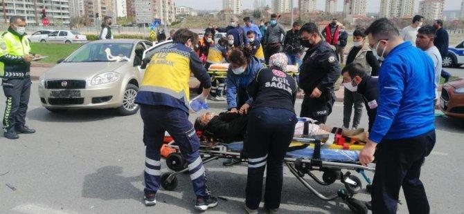 Sivas caddesi doğu sanayide trafik kazası: 1'i ağır 5 yaralı