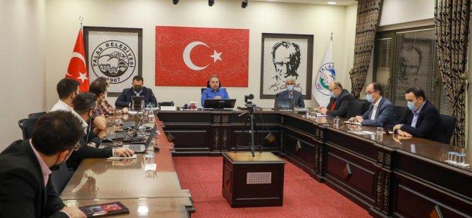 Başkan Yalçın Talas'ta vatandaşların taleplerini not etti