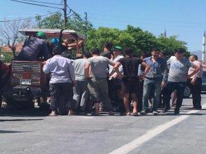 Traktöre sıkışan genç kurtarıldı