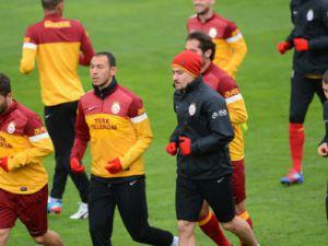 Galatasaray'lı futbolcular yedek kalecilerine araba aldı