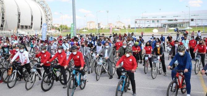 Başkan Büyükkılıç 500 kişi ile bisiklet sürdü