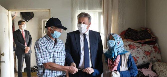 Evlerinin anahtarını Başkan Palancıoğlu verdi