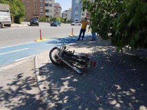 Kamyon ile motosiklet çarpıştı: 1 ağır yaralı