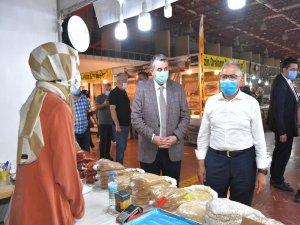 Başkan Büyükkılıç Yöresel Ürünler Fuarı'nda vatandaşlarla da bir araya geldi