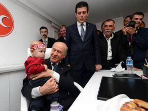 MHP Genel Başkanı Devlet Bahçeli'nin Çocuk sevgisi