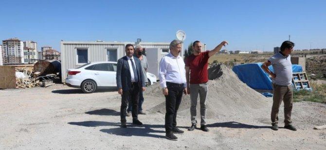 Melikgazi Belediyesi 30 civarında cami, okul, Kur'an kursu, sağlık ocağı,yapımına devam ediyor
