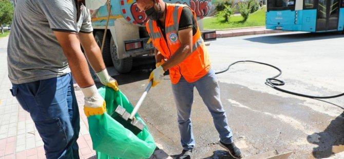 Talas Belediyesi mazgal ve su giderlerini temizliyor