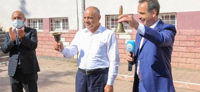 Başkan Esat Öztürk ilk ders zilini çaldı