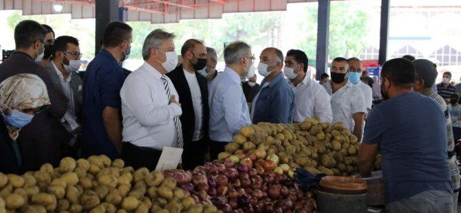 Başkan Palancıoğlu,İlçe Başkanı Ülke ile hürriyet pazar esnafını ziyaret etti