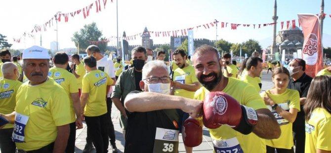 Büyükkılıç,Maraton koşusunda 1000 bisiklet hediye etti