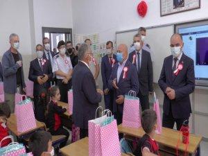 İlköğretim Haftası'nda okul zilini Vali Günaydın çaldı