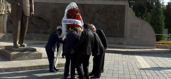 Ahilik haftası kutlamaları kapsamında çelenk sunma töreni gerçekleştirildi