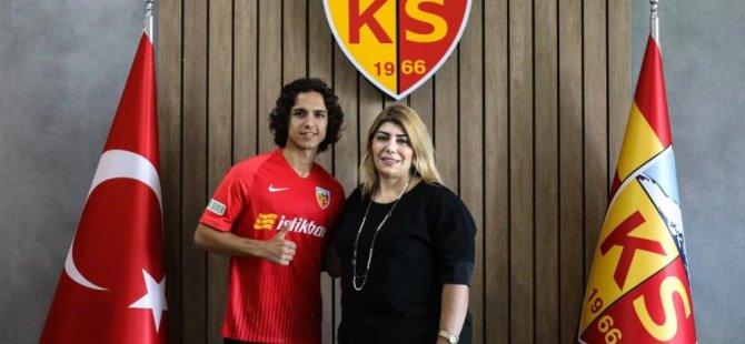 Kayserispor'dan Bercelona'ya transfer oldu