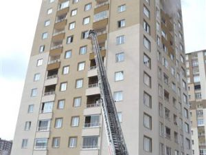 Kayseri'de yangında 12 katlı binanın 11 katında mahsur kalan vatandaş