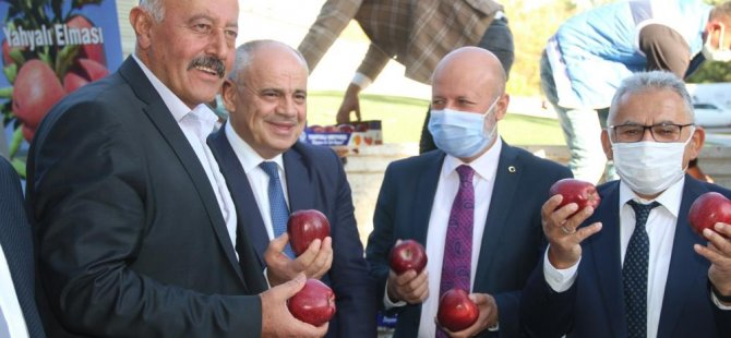 Başkan Büyükkılıç Yahyalı elması dağıttı