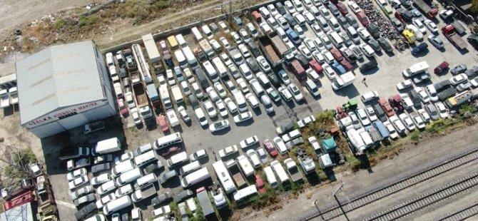 Kayseri'de otların arasında hacizli borçlu milyonluk araçlar çürüyor?