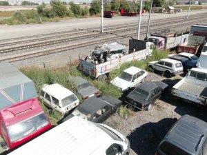 Kayseri Yediemin oto parkı'nda çürümeye ter edilen milyonluk araçlar