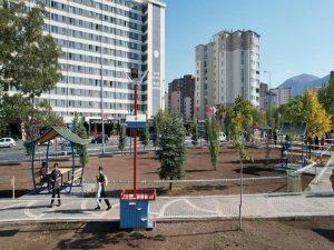 Talas'ın parklarını kedi ve kuş evleri süslüyor